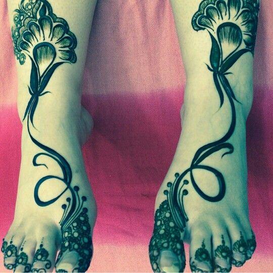 Arabic feet henna= not indian but still beautiful.