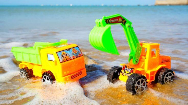 #МАШИНКИ на пляже - Игры для мальчиков: Экскаватор и Самосвал защищают з...