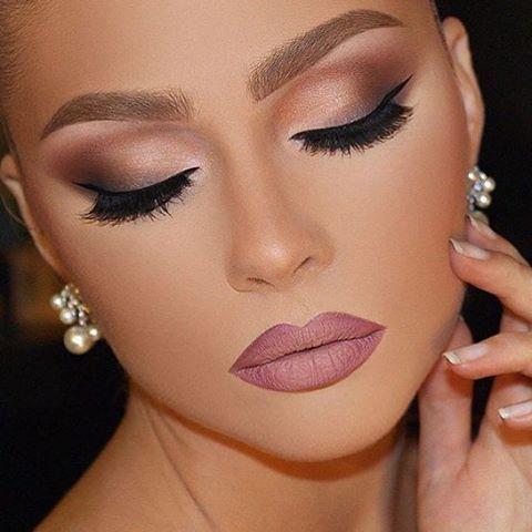 Maquiagem para festas linda! Pode ser uma maquiagem para casamentos e formaturas também. Quer aprender a fazer? Confira os cursos de maquiagem e automaquiagem disponíveis online.