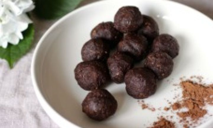 Chocolate brownie bliss balls - Kidspot