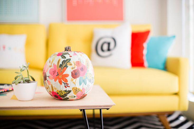 La Navidad está a la vuelta de la esquina. Te recomendamos este tutorial de Habitissimo para  que decores tu hogar con tu sello personal. #diseño #hogar #decoración #interiores #Navidad #DugarHome