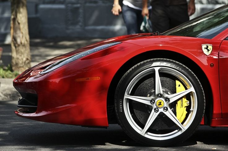 That calipers makes those wheels look small LOL #ferrari