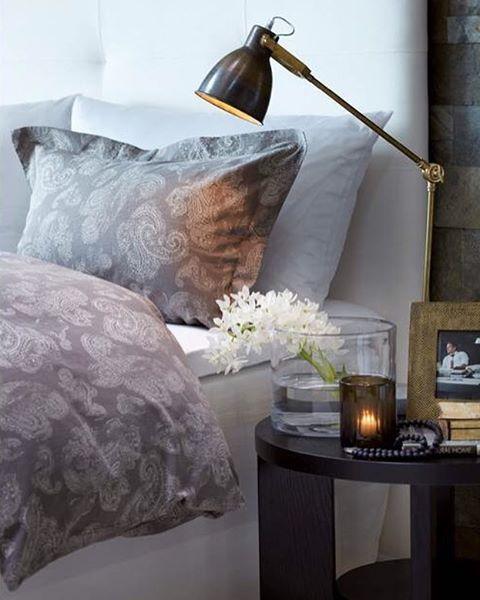 Vårt luksuriøse sengetøy er en drøm å sove i.  Klassisk tidløst design og en kvalitet som holder seg like fin vask etter vask. Finnes i paisleymønster og et utvalg basisfarger. #slettvoll