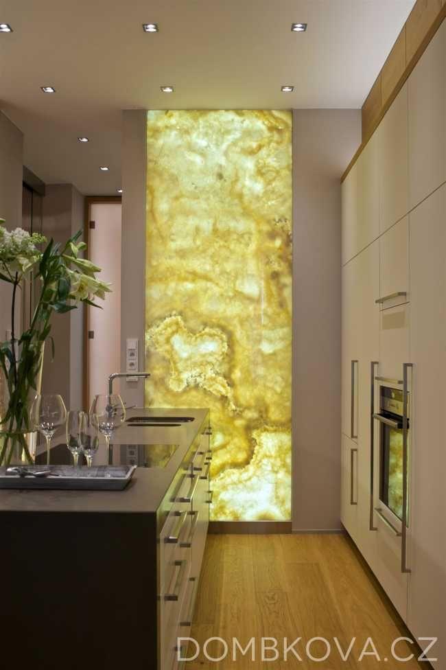 Malý byt s netradičním interiérovým prvkem - onyxem | Interiéry | Architektura…