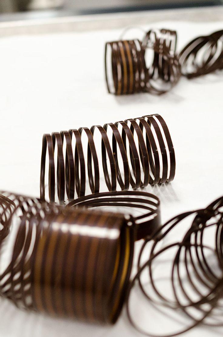 laboratorio professionale cioccolateria - decorazioni cioccolato fondente