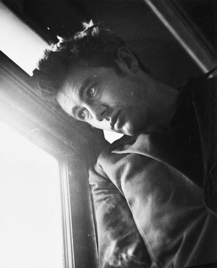 James Dean photographed by Roy Schatt, 1954.
