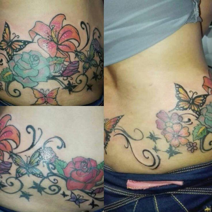 Tattoo alrededor de caderas Diseño mano alzada