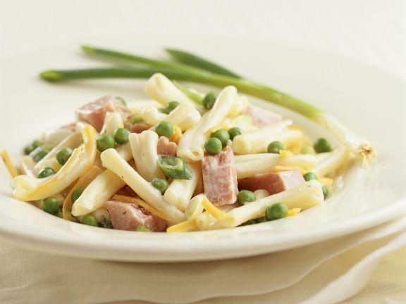 Klassischer Nudelsalat ist ein Rezept mit frischen Zutaten aus der Kategorie Nudelsalat. Probieren Sie dieses und weitere Rezepte von EAT SMARTER!