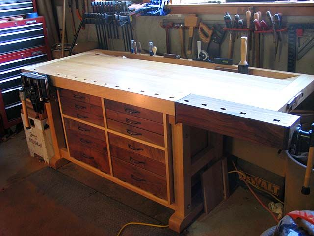 Made a workbench very similar to this one, but got rid of it due to lack of space. Maybe someday I'll have room again.