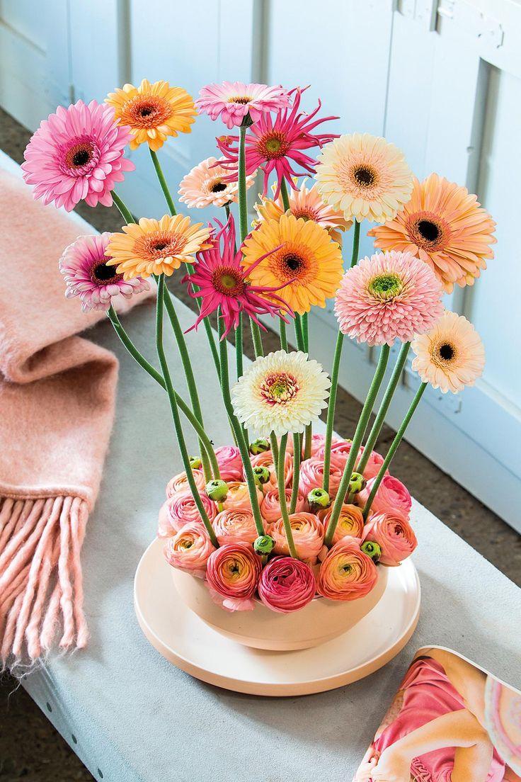 Small pink gerbera bouquet in an orange vase #pinkegerberas #whitegerberas #inspiration #colouredbygerbera #dutchgerbera