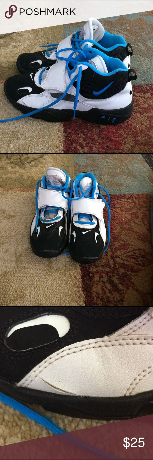 Boy's Nike Air shoes size 7Y Boy's Nike Air shoes size 7Y. In good used condition. Has a slit on one side as shown in picture. Some minor spots. Slight worn as you can tell from bottoms of shoes. Blue,black, and white in color. Nike Shoes Sneakers