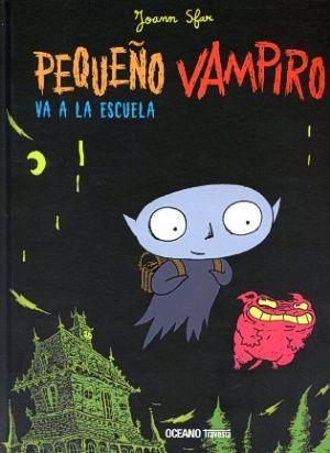 """Pequeño vampiro quiere ir a la escuela a pesar de la renuencia de sus padres. Decide escapar durante la noche, pero se da cuenta de que a esa hora la escuela está vacía y rompe en llanto. Para subirle el ánimo, el Capitán decide enviar a todos los monstruos a la escuela por las noches. Durante sus """"clases"""", Pequeño Vampiro descubre el cuaderno de trabajo de un niño de la escuela y le hace toda la tarea."""