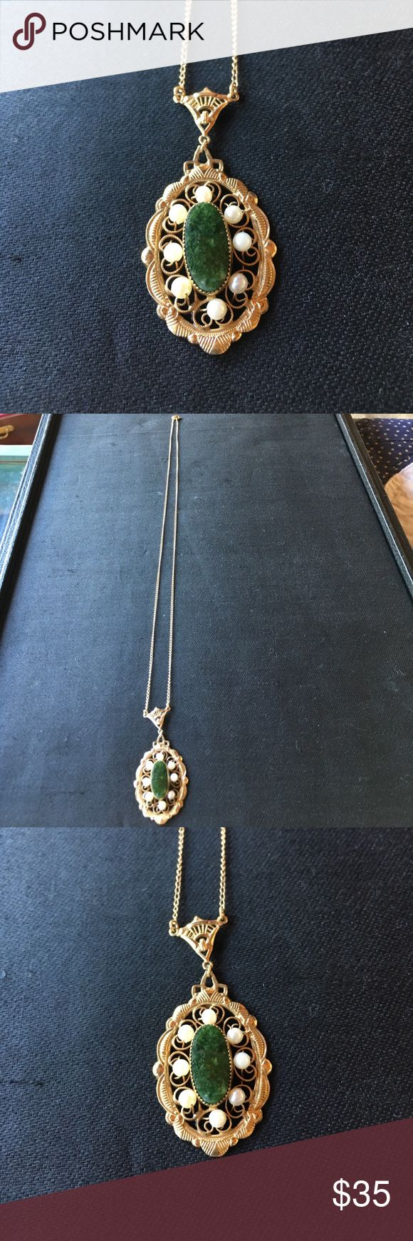 Pearl and jade necklace 20 inch chain 12k gf with a 2 inch drop pendant all genuine pearls and jade stone Jewelry Necklaces
