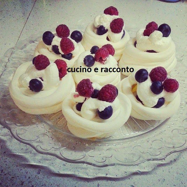 ------------  Cucino e Racconto------------: Mini Pavlova con frutti di bosco