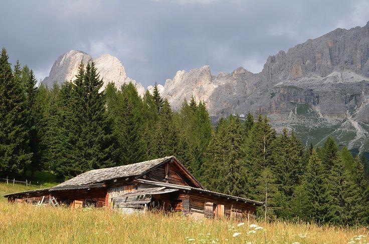The Dolomites (Ladin: Dolomites; Italian: Dolomiti; German: Dolomiten; Venetian: Dołomiti: Friulian: Dolomitis) are a mountain range located in north-eastern Italy.