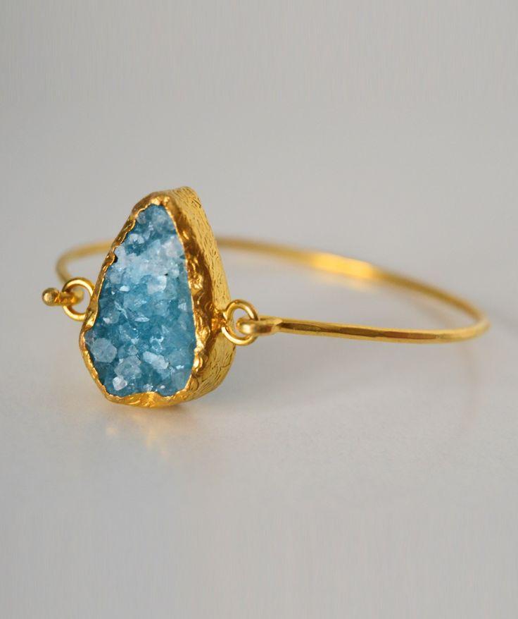 Anillo piedra azul engarzado en oro
