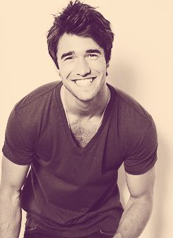 Daniel from Revenge, love him even more after I found out he's British!