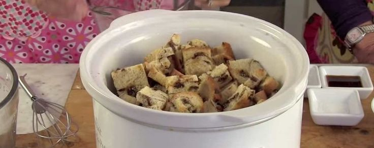 She Adds Bread To Her Crock Pot And A Few Hours Later – Dessert Is Served! Cinnamon raisin bread pudding