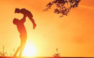 12 πράγματα που πρέπει να δει το παιδί να κάνουν οι γονείς του