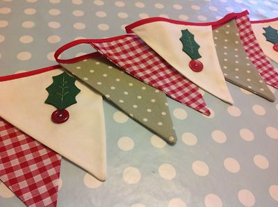 CHRISTMAS HANDMADE FABRIC BUNTING vintage holly decoration red green cream xmas