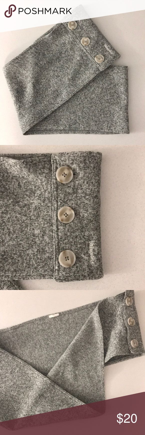 Women's Patagonia Better Sweater Scarf This new Patagonia scarf is the Birch White color and has three functional buttons. The tag was removed due to irritation (shown in picture 3). Worn once! Patagonia Accessories Scarves & Wraps