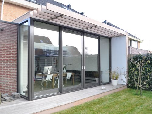 Moderne uitbreiding woning, klapdeuren met mogelijkheid tot buitentafel op rand…