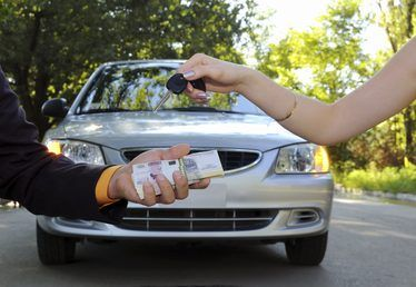 Como encontrar carros usados baratos para venda