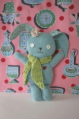 Free template to make this bunny from felt