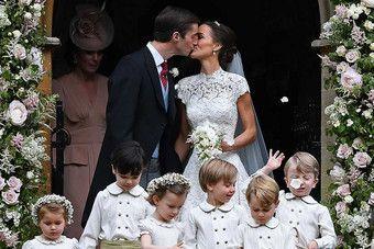 A irmã da duquesa de Cambridge elegeu uma criação do britânico Giles Deacon,