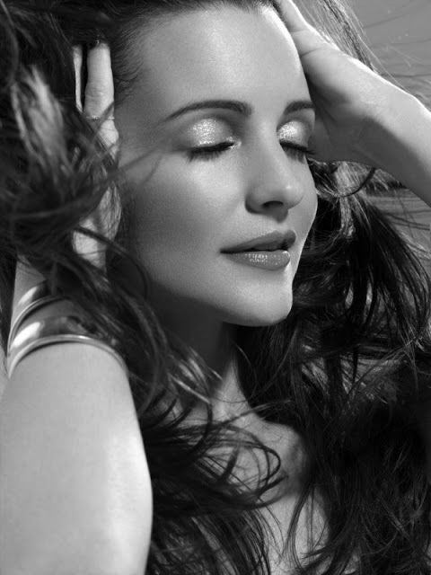 Kristin Davis ( born February 24, 1965) is an American actress. She first rose to prominence and achieved fame for playing the role of Brooke Armstrong on Melrose Place and went on to achieve greater success as Charlotte York Goldenblatt on HBO's Sex and the City.
