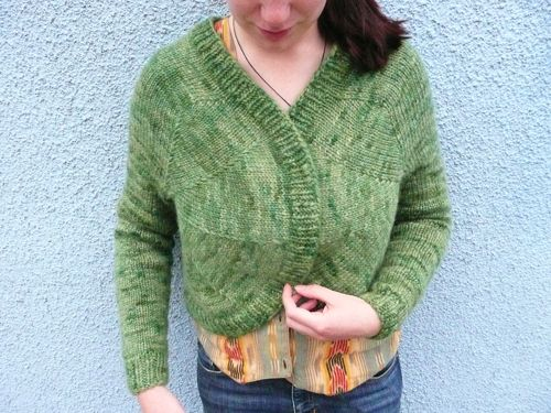 Finished knitting the Geo Shrug by David Yuhas's book knitting from the centre out. Handspun perendale dyed with food colouring.