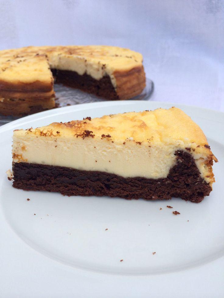 Nachdem ich vor einigen Wochen schon einen Möhrenkuchen mit einem Cheesecake kombiniert hatte, wollte ich es dieses Wochenende mit Brownies probieren. Zugegebenermaßen ist das natürlich keine neue Idee, denn Rezepte für Cheesecake-Brownies gibt es wie Sand am Meer! Wenn mein Rezept nicht komplett eigenentwickelt ist, suche ich mir oft verschiedene Rezepte heraus und schaue, was aus ... Mehr lesen