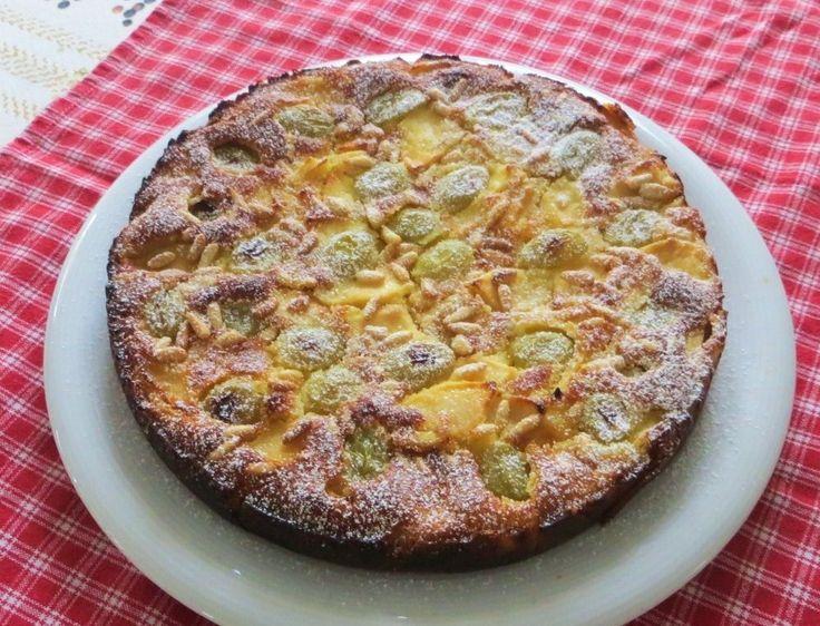 Ancora una torta di mele, arricchita di acini di uva bianca, e preparata con farina di riso. Non copntiene glutine, potete trovarla anche nella sezione La cucina intollerante. Procedimento Sbucciare le mele, ridurle in quarti e in seguito a fettine sottili. Disporle in una ciotola, cospargerle con 40 gr di zucchero e il succo del […]
