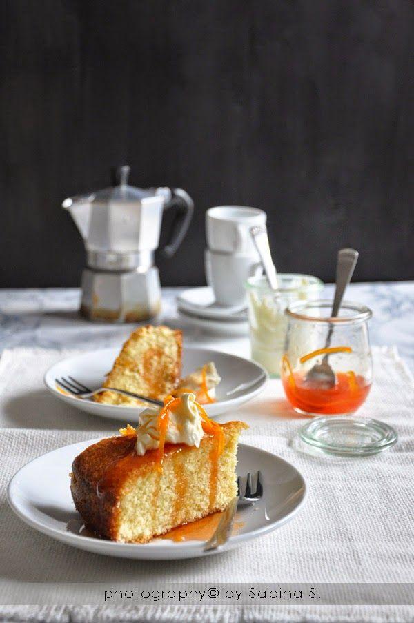 Torta di semolino con sciroppo d'arancia e crème fraìche