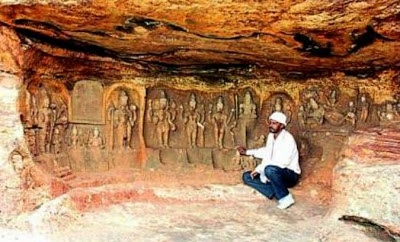 Chalukyan sculptures found in Badami Posted by TANNArchaeoHeritage, Archaeology, Asia, Breakingnews, India, South Asia 8:00 PM Rare sculptures dating back to the Chalukya dynasty found in cave in the historic town of Badami in Bagalkot district are evoking a lot of interest among tourists and experts alike.