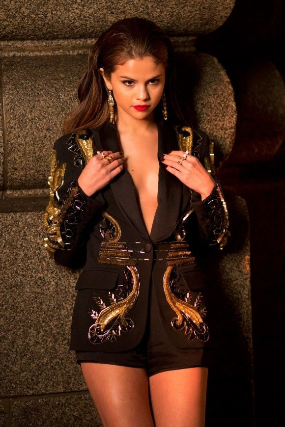 Selena-Gomez-Slow-Down-Video_9