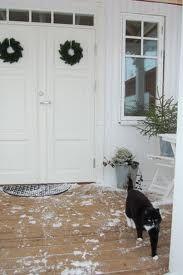 Vita pardörrar. Juldekoration.