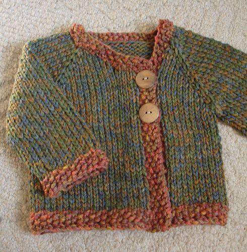 Bonita chaqueta en punto a dos agujas para los más pequeños.