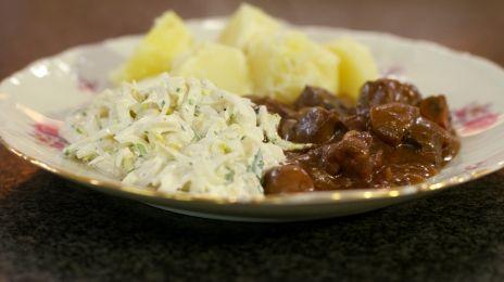 Eén - Dagelijkse kost - Stoofvlees van everzwijn met witloofsla