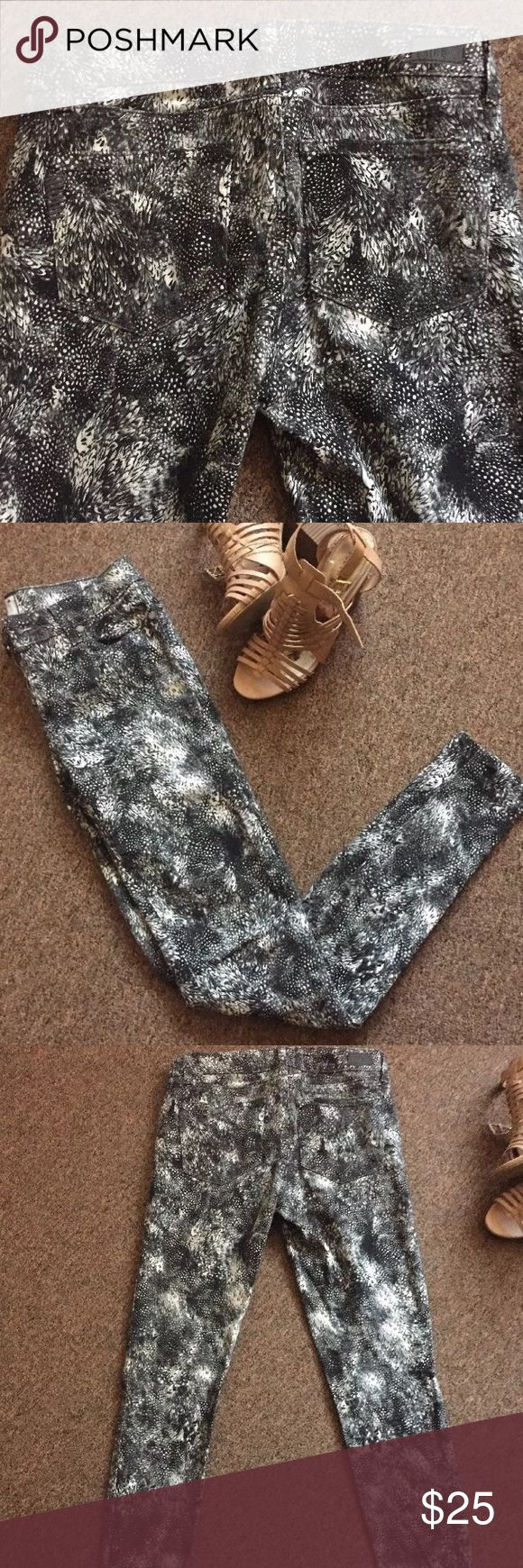 """Paige jeans verdugo ultra skinny feather print Paige jeans in excellent condition, no flaws. Waist 14"""", rise 8"""", inseam 29"""". Paige Jeans Jeans Skinny"""