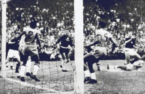 Quarter-final,Hidegkuti scored and Hungary take the lead,Hungary vs Brazil 4-2