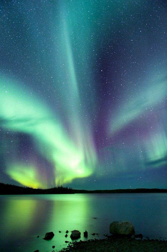 Auroras boreales desde Yelloknife, Territorios del Noroeste, Canadá. 12 de octubre de 2013 Crédito: C.K. Man