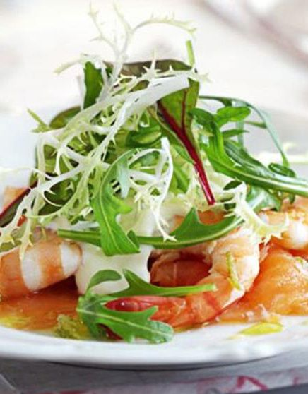 Smoked Salmon with Prawns, Horseradish Cream & Lime Vinaigrette » If you look for a breeze from the sea, this should be your choice for tonight. Its stunning taste will blow your minds! #Salmon