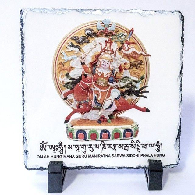 Fiecare zodie din horoscopul chinezesc va fi influentata de energiile noului an, anul Cainelui de pamant.    Cum te va afecta pe tine 2018 si de ce remedii ai nevoie, afla din articolul nostru: http://bit.ly/2nNzGLm    #fengshui #anulcainelui #2018    Placa cu Regele Gesar din Ling