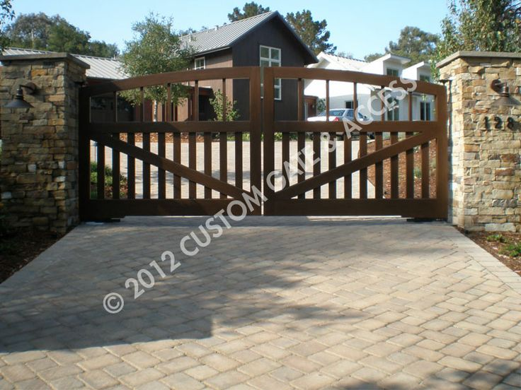 Wooden driveway gate frame woodworking projects plans for Wood driveway gate plans
