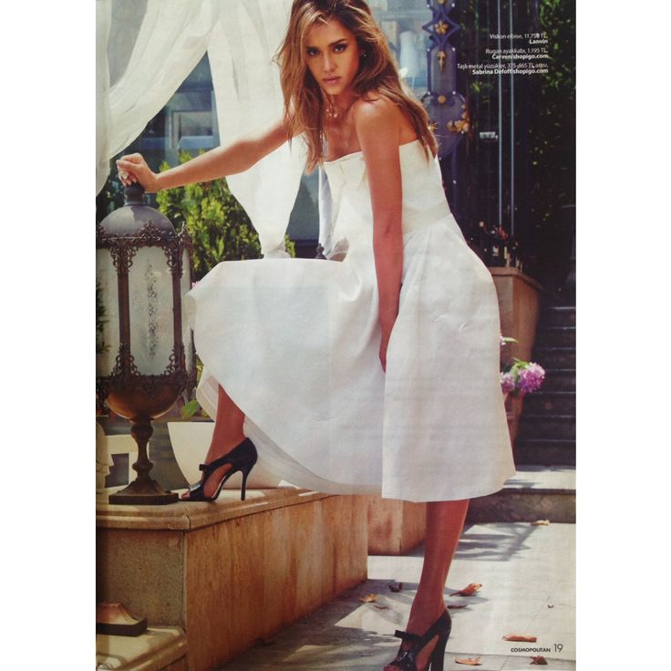 Beautiful Jessica Alba wearing our Carven shoes and Sabrina Dehoff ring on Cosmopolitan Türkiye August issue.  http://shopigo.com/p/1006145/carven/patent-ayakkabi http://shopigo.com/p/1002608/sabrina-dehoff/eye-yuzuk  #shopigo #jessicaalba #cosmopolitan #cosmopolitanturkiye #augustissue #press #magazine #fashion #photoshoot #carven #shoes #sabrinadehoff #ring #celebrity