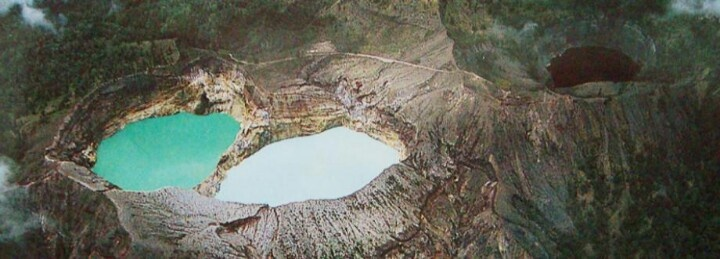 Kelimutu Lake, 2 colour lake