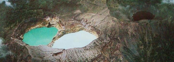 Kelimutu Lake, 2 colour lake