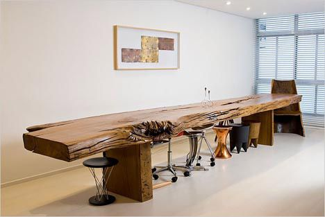Hugo França's work with reclaimed wood: Table from an old trunk