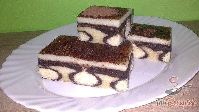 """Ha nemcsak ízletes, hanem nagyon mutatós süteménnyel is meg szeretnénk lepni szeretteinket vagy a vendégsereget, akkor a """"reggeli"""" harmat sütemény kiváló választás. A két féle tésztát a túrós-kókuszos golyók tesszik ellenállhatatlanná, amit megsütünk, majd az isteni krémmel megkenünk. A sütemény tetejét a kakaó vagy reszelt csokoládé koronázza meg. A siker garantált, az íze pedig valami fantasztikus."""
